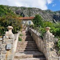 Уникальный, отреставрированный каменный дом на первой линии от моря. Черногория