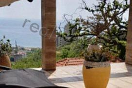Продаётся шикарная вилла в Черногории в элитном районе