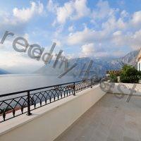 Недвижимость в Черногории. Пентхаус в 20 метрах от моря, Доброта