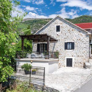Каменный дом (вилла), Черногория , Тиват